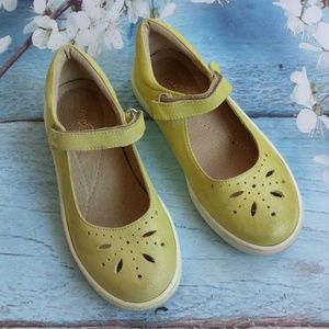 Tino Girl US 2 Yellow Leather Mary Jane's Shoes